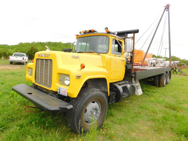 MACK Pole Truck – DY2 YD2