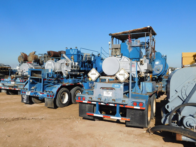 (2) WESTERN Rough Rider 1000 Acid Pumpers