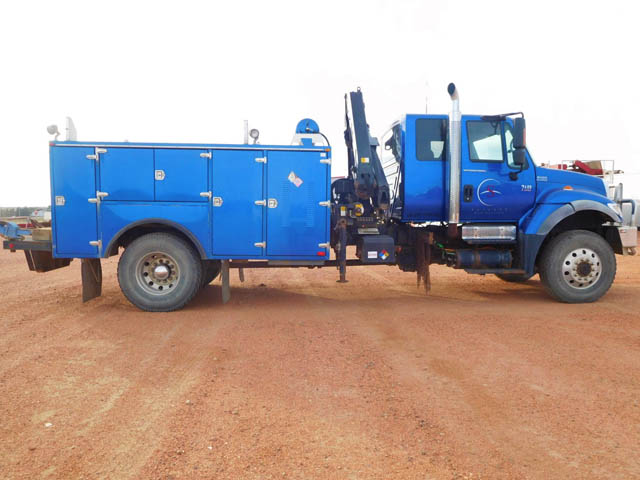 INT'L Service Truck w/Knuckle Boom – DY1 YD19