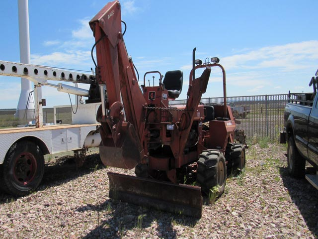 DITCH WITCH Trencher w/Backhoe – DY2 YD4
