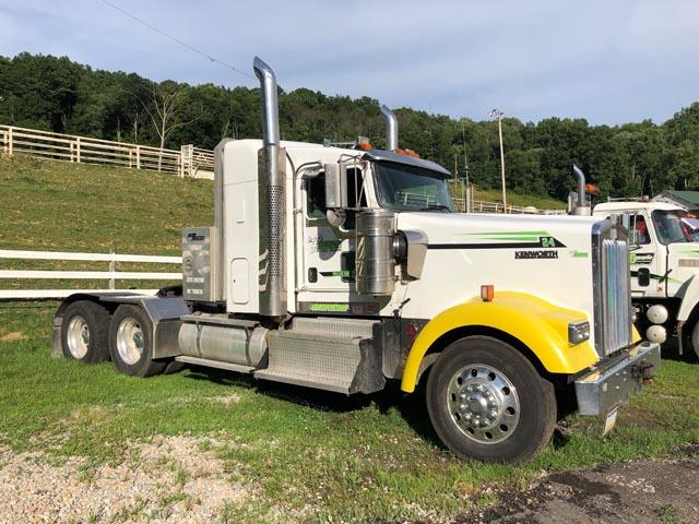 KENWORTH W900B Truck w/CUMMINS 500HP – YD3