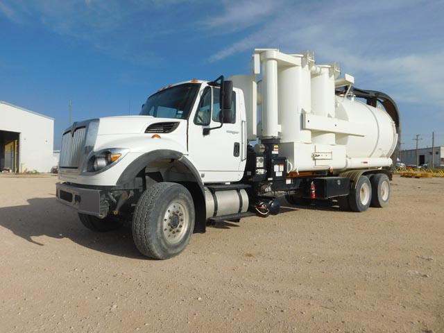 2009 INT'L 7600 Super Sucker Truck – YD1
