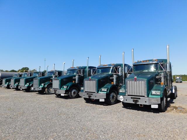 (12) 2010-2007 KENWORTH T-800 Truck Tractors