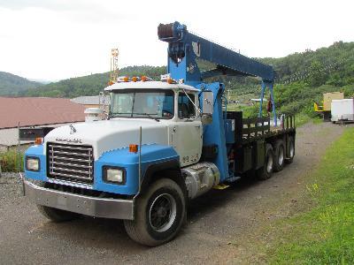 MANITEX 22-Ton Crane Truck