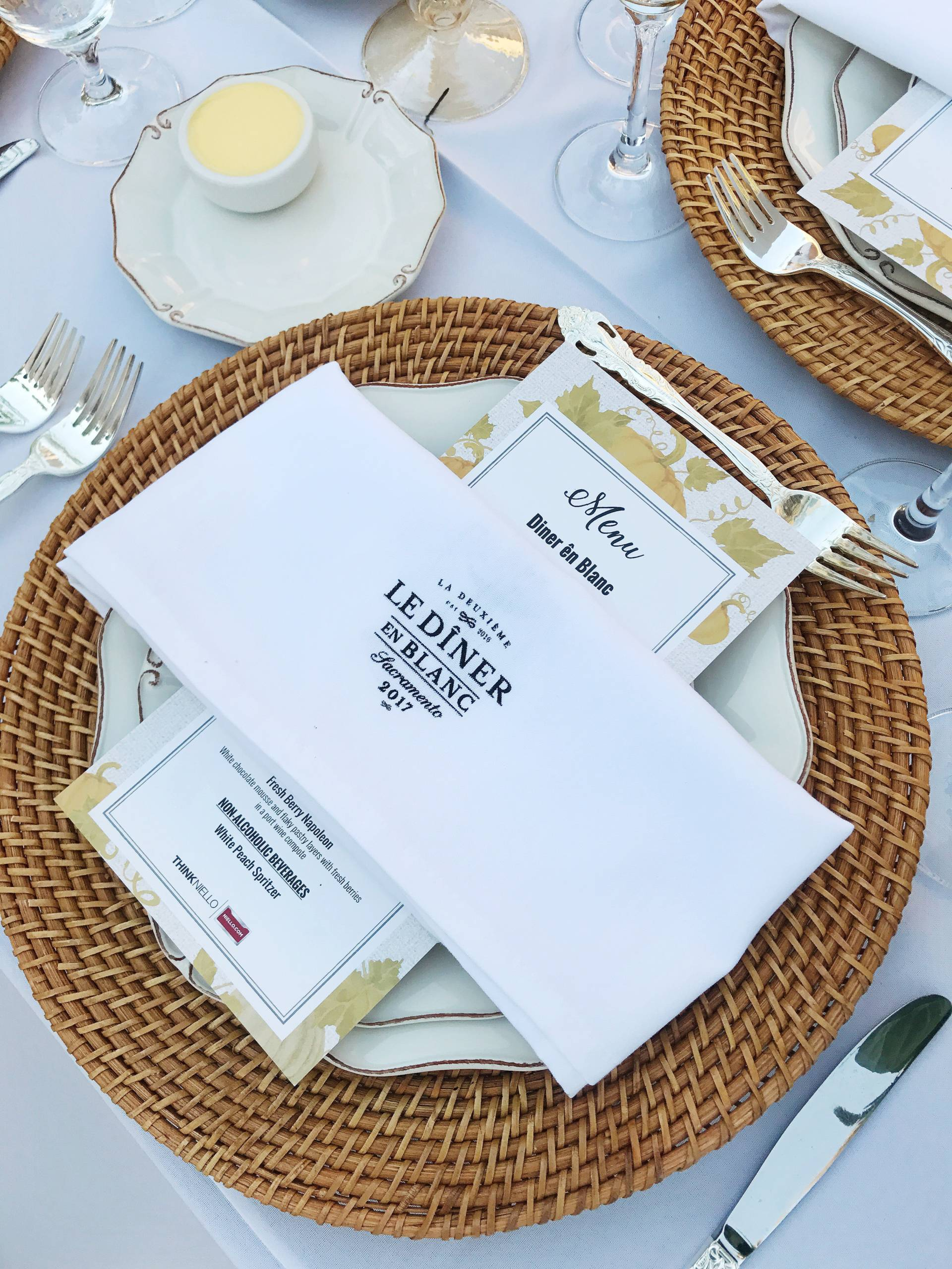A worldwide dining event started in Paris in 1988 has now come to Sacramento! Read about year 2 of Diner En Blanc here in our very own city!