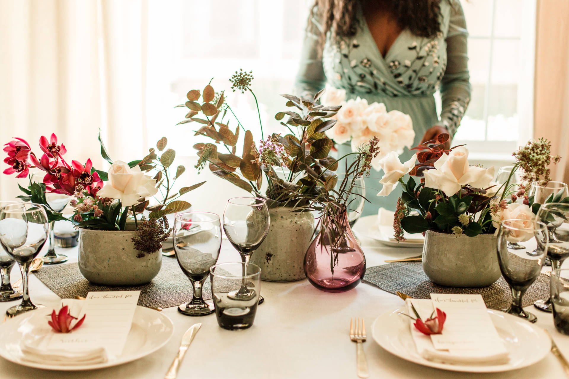 Inspiration for your Thanksgiving or Christmas Table. Elegance at his finest! Step up your tables cape presentation this holiday season with a few minor details!
