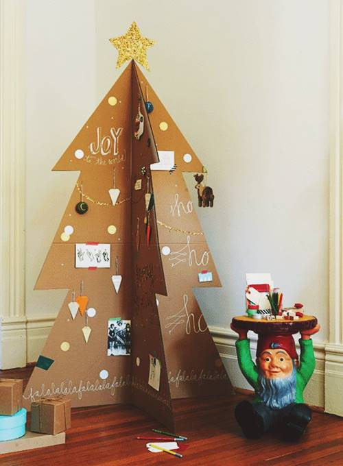 Make a modern Christmas tree with cardboard