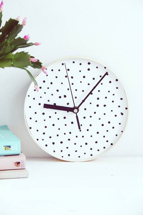 How to make a working clock with waste material