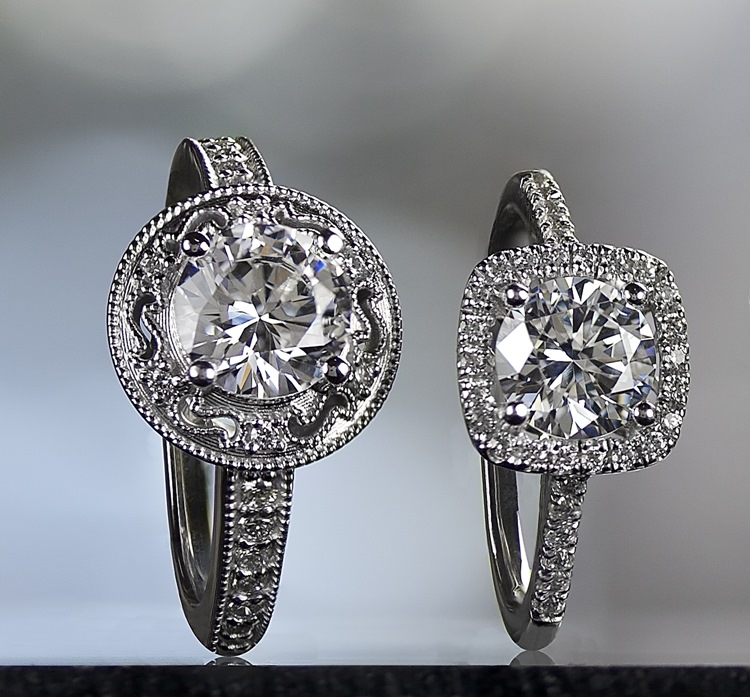 2 Engaement rings with Halo