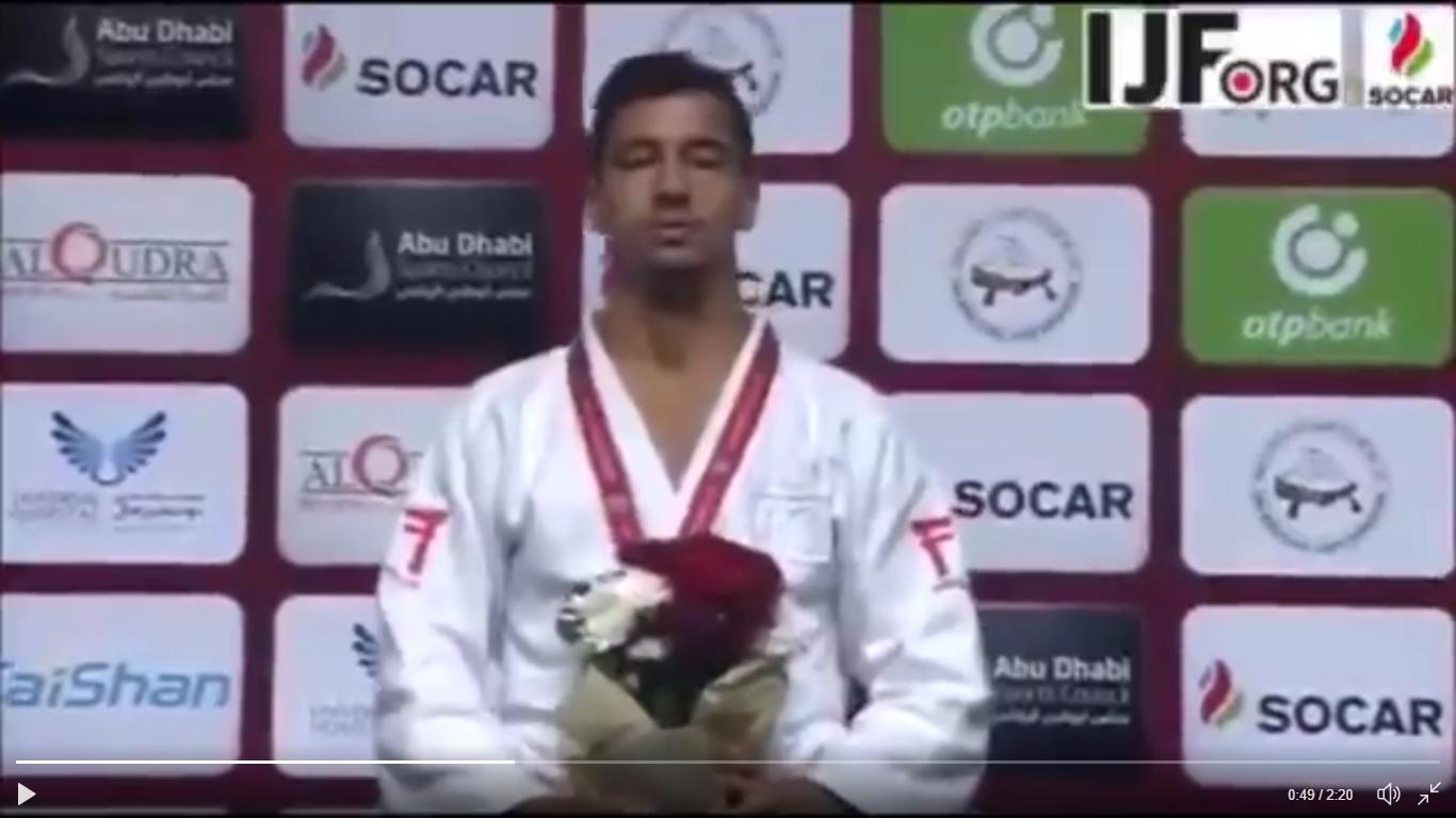 Tal Flicker sings Israeli national anthem after receiving gold medal in Abu Dhabi