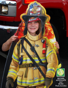 BA45_0286girlposedwithfirefighterboard
