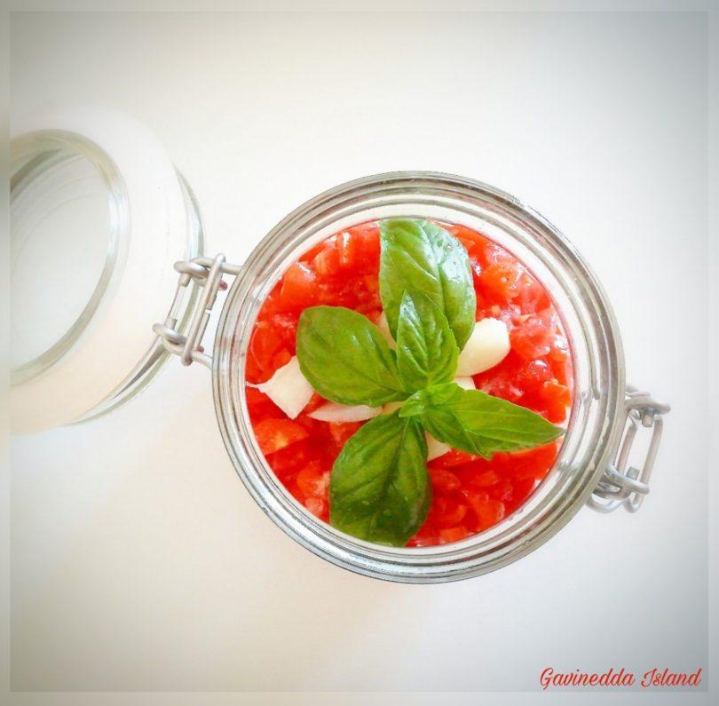 Sugo di pomodori freschi in vasocottura