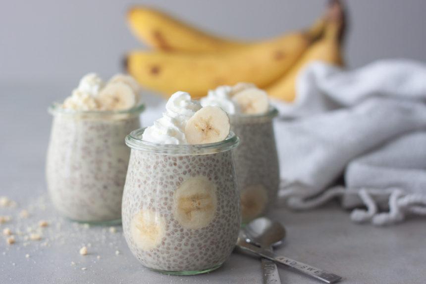 3 jars banana chia pudding, bananas, crumbs