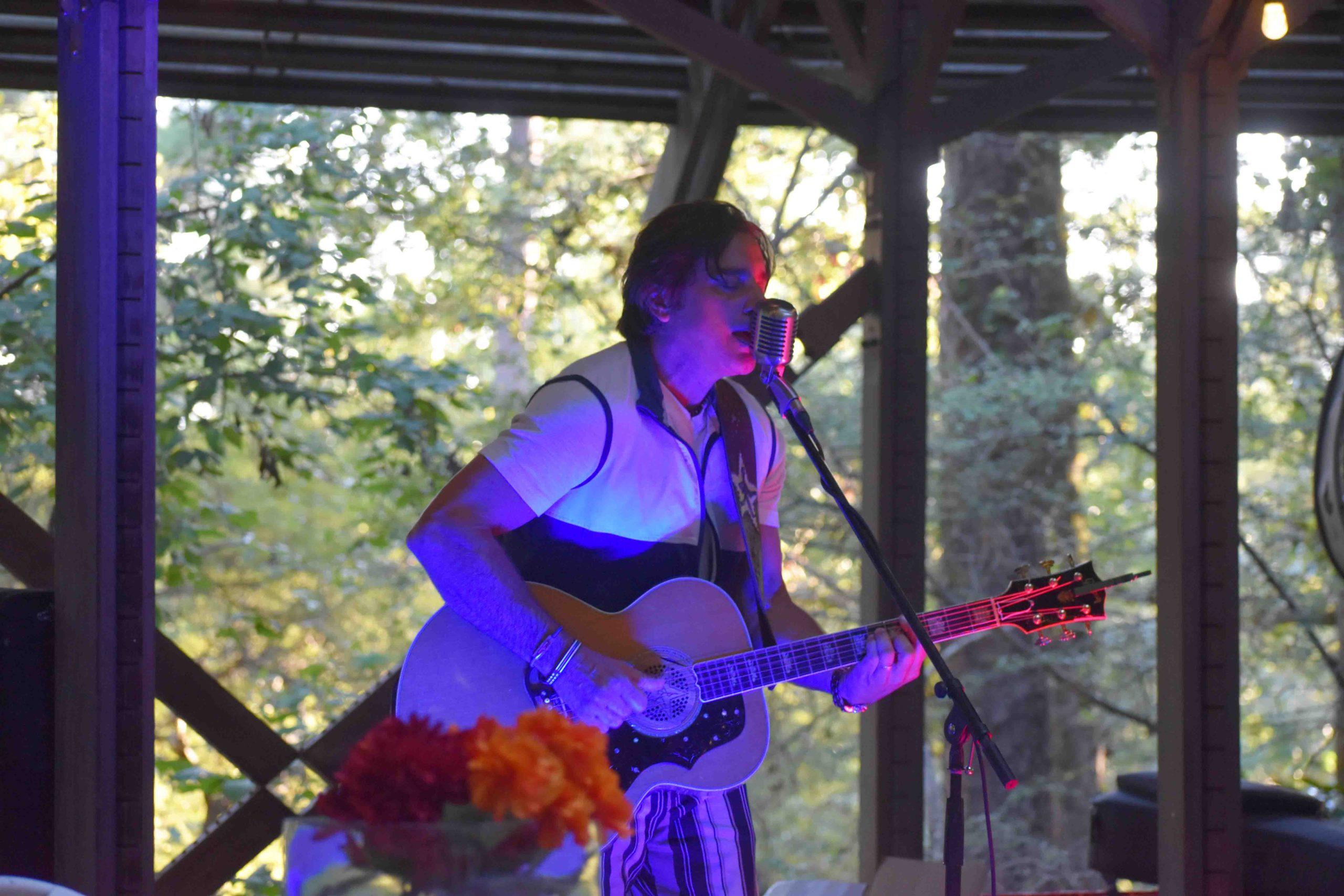 Delta Blues singer, songwriter, Steve Azar performs for the crowd