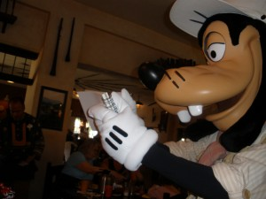 Tusker House - Goofy signing his autograph