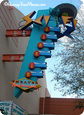 Eating at Sci-Fi Dine-In Theater with food allergies