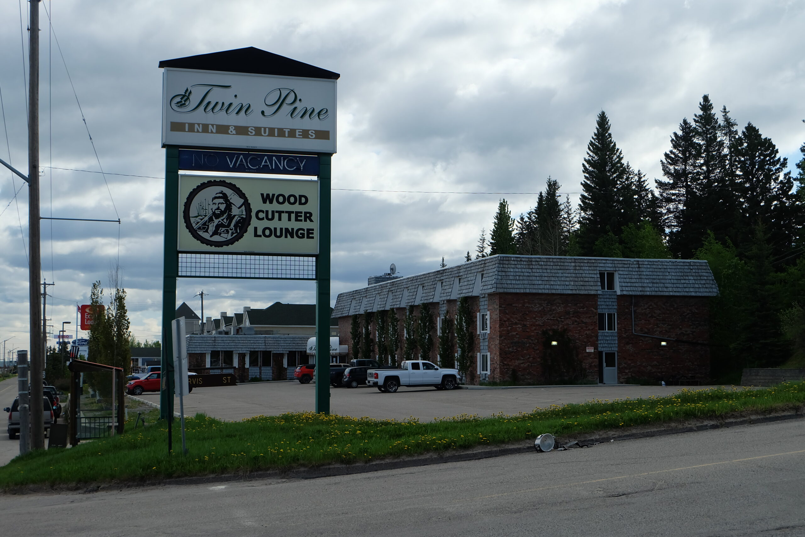 Twin Pine Inn and Suites Hinton