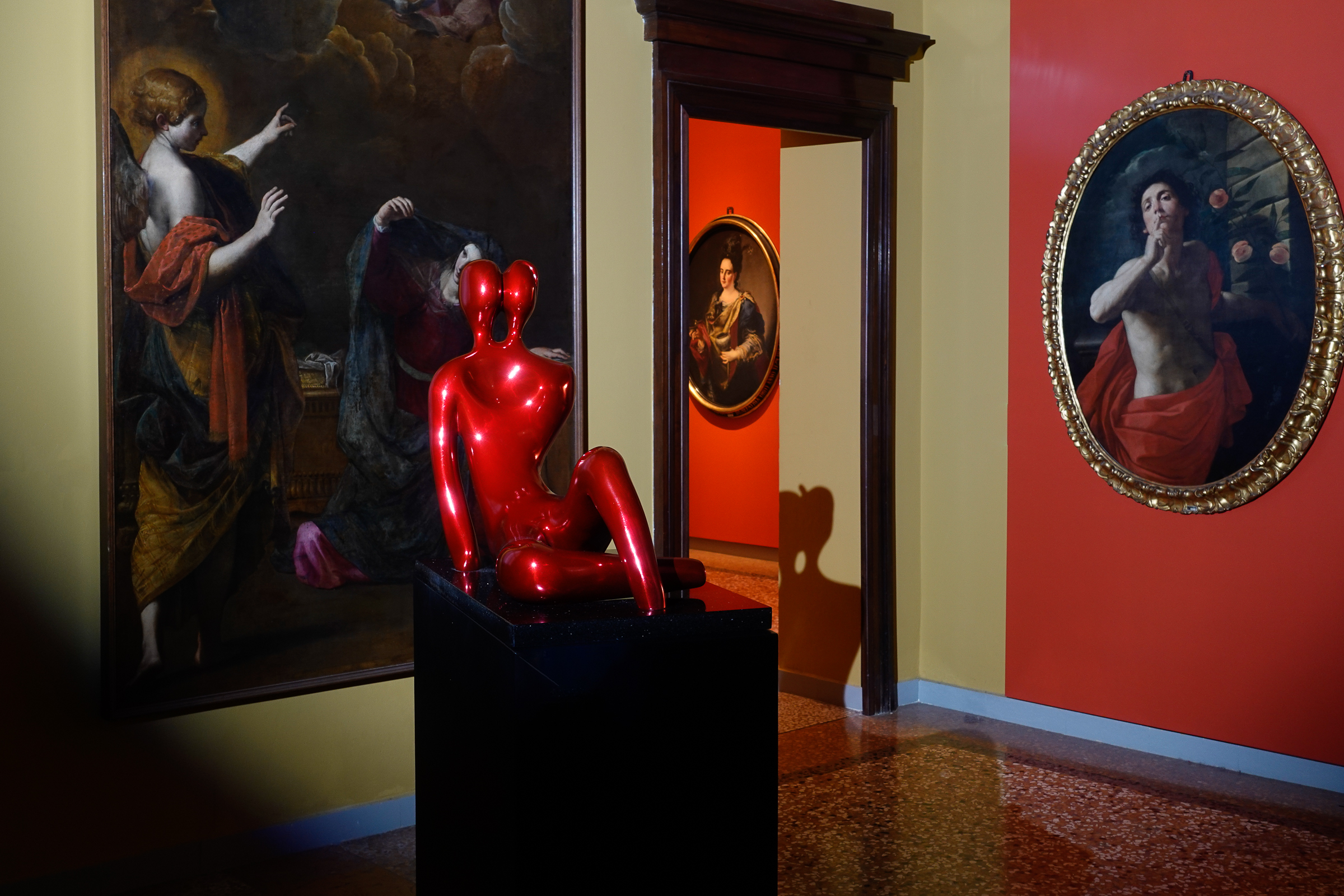 Soulmates 2 in RED, sculpture by Beatriz Gerenstein at the Museum La Quadreria in Bologna Italy
