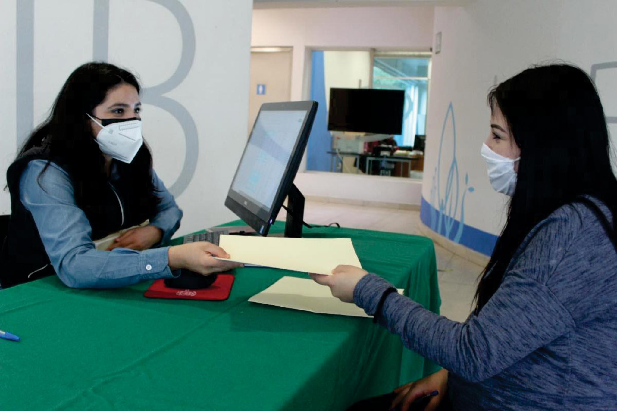 Estudiantes de ciencias reciben más de 2.1 MDP en becas COZCYT