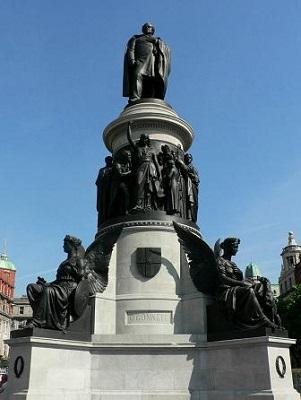 O'Connell_Monument,_O'Connell_Street,_Dublin,_Ireland