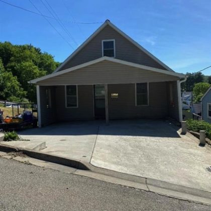 H86 - This 3 bedroom 2 bath home has lots of room to expand.