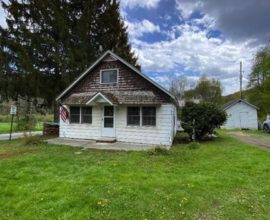 H37 - Two houses for the price of one sitting on just shy of 5 beautiful country acres.