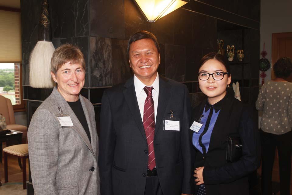Mongolian ambassador visits UIW