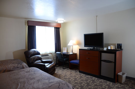 Handicap room with queen bed, twin and recliner