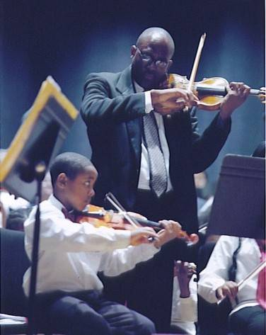 Jeff Boga and young Gateways violinist