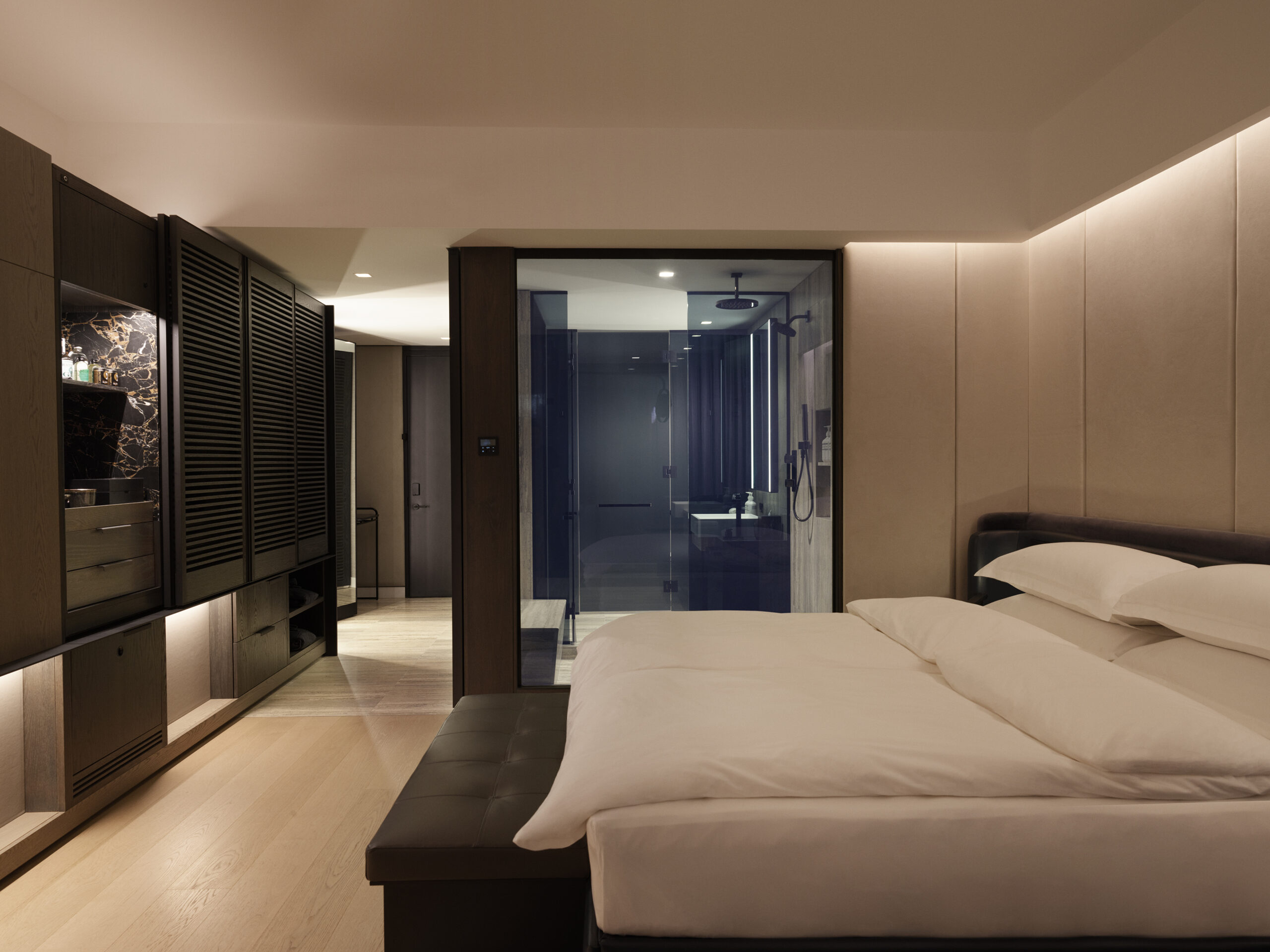 DeluxeKing-Room-scaled
