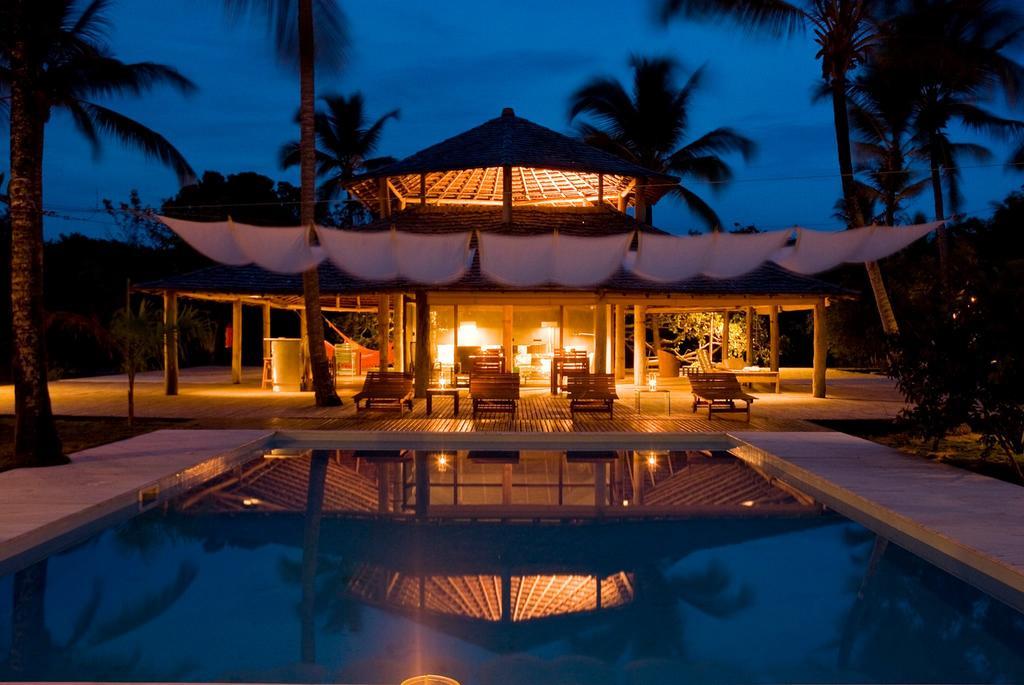 Vila-Naia-Night-time-pool