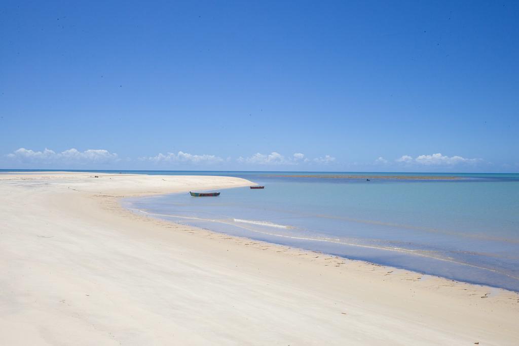 Vila-Naia-white-sand-beach