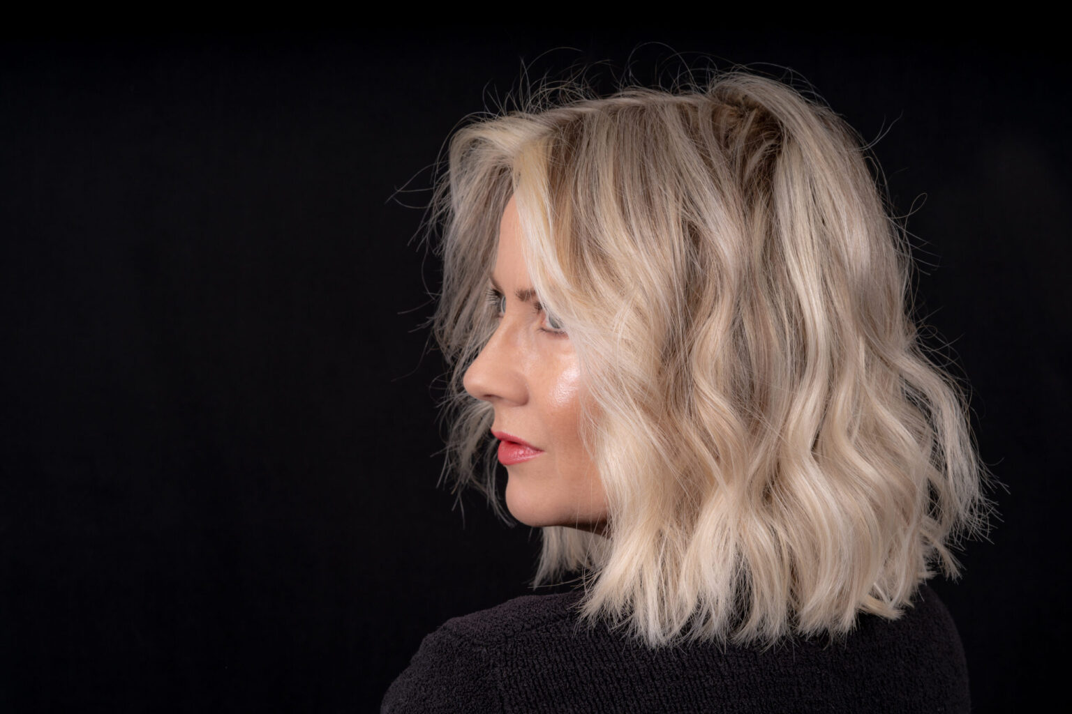 Women with short wavy platinum bob
