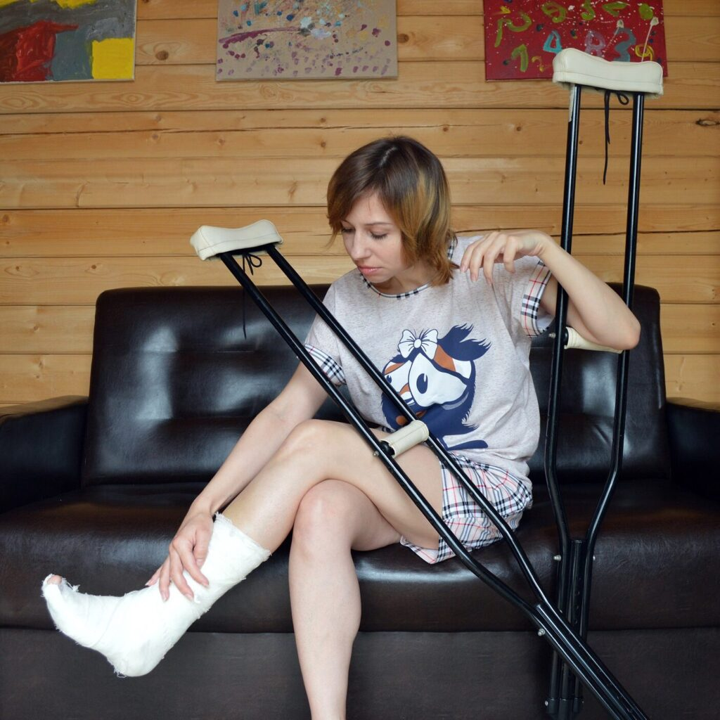 Photo: lady with crutches and cast on foot