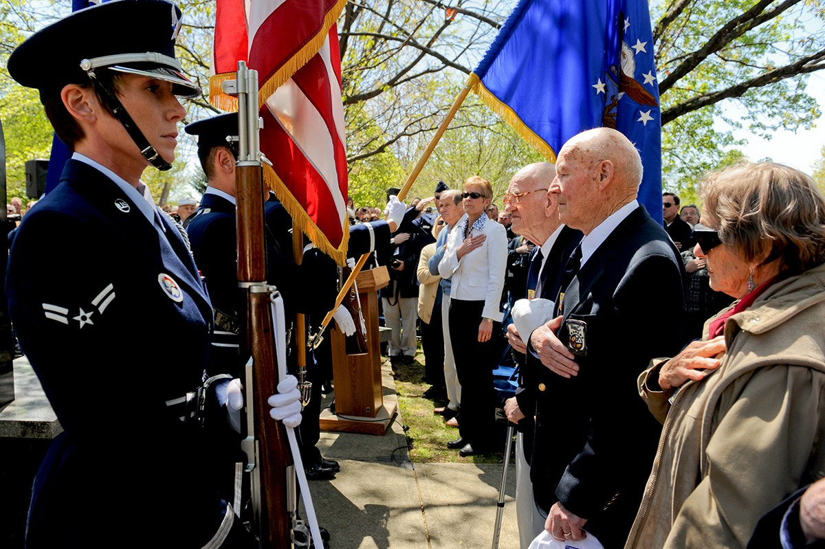 Image of Veterans and Color Guard