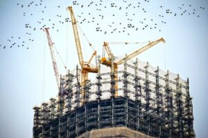 A picture of ongoing construction of a tall office building