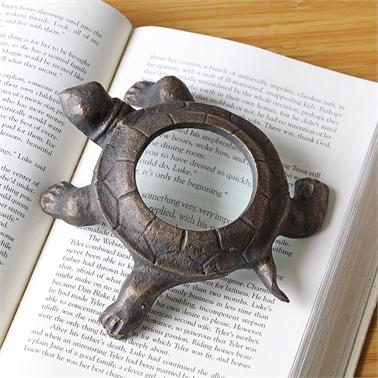 Turtle Desk Magnifier