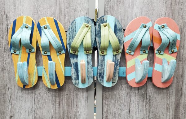 Wood Cut Flip-Flop Towel Rack