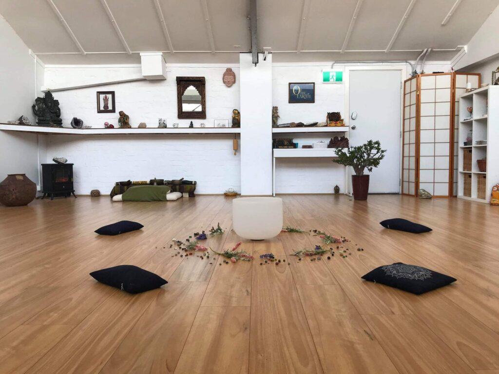 Yoga & Tai Chill Hall - YogaBude