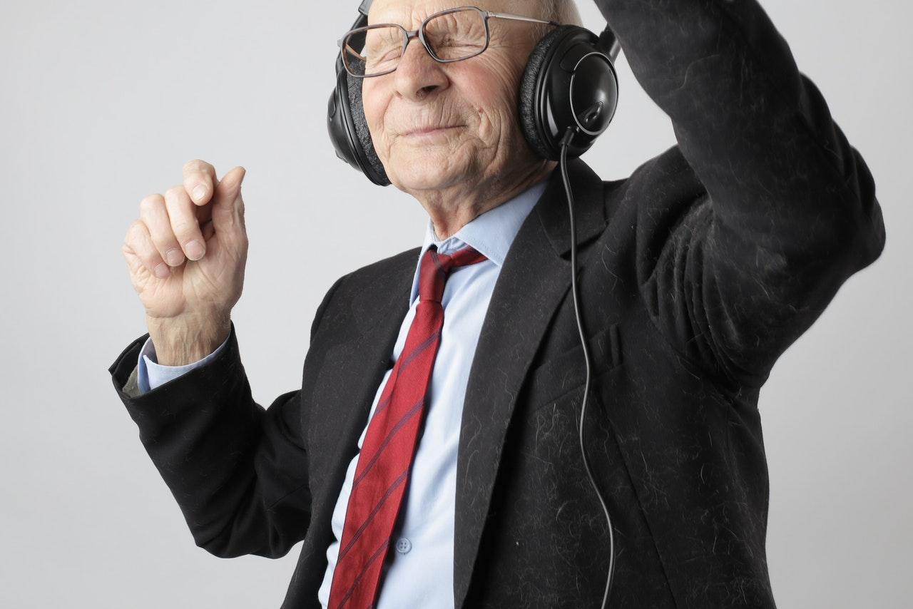man-in-black-jacket-wearing-black-headphones-3831645 (1)