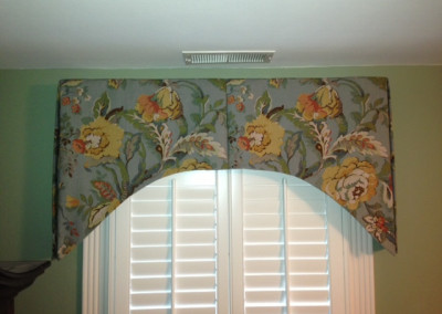 Arched inverted pleat valance
