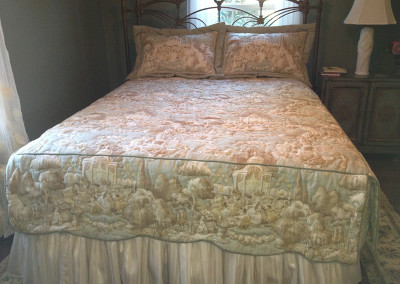 Coverlet scalloped bottom
