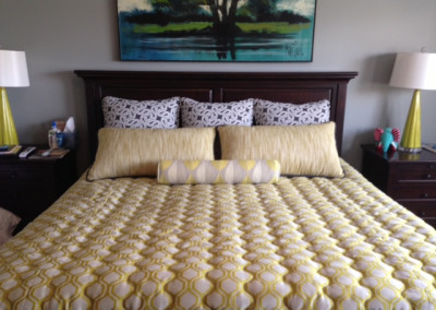 Quilted coverlet w/pillows