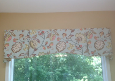 Shaped inverted pleat valance