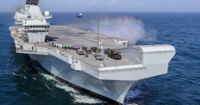 TQ phẫn nộ: Tàu sân bay của Anh tiến gần Biển Đông