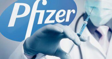 Làm thế nào để giảm tác dụng phụ sau khi tiêm vắc-xin Pfizer? Phản ứng so với các loại khác thế nào?