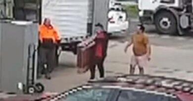 VIDEO: Nhóm thủ phạm dọn nhà đưa COVID-19 trở lại Victoria như thế nào…