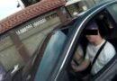 Bỏ khẩu trang để uống nước trong xe hơi bị phạt luôn!