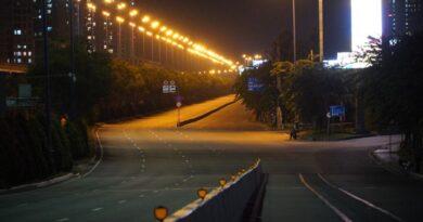 PHỐ MA: TP.HCM tối đầu tiên lệnh giới nghiêm ra đường sau 18h