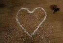 Dùng hàng ngàn con cừu xếp hình trái tim yêu thương khổng lồ bày tỏ tiếc thương đối người thân qua đời